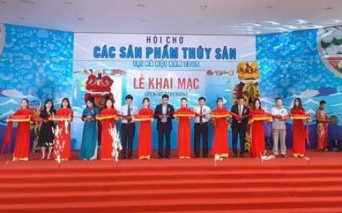 khoang 100 gian ha ng trung bay tai hoi cho cac san pham thuy san