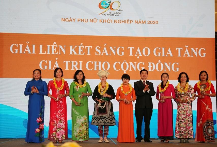 hai khach hang tai chinh vi mo dat giai thuong phu nu khoi nghiep nam 2020