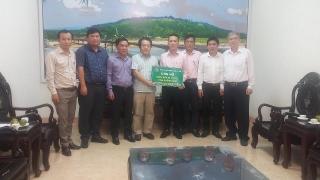 NHCSXH thăm và ủng hộ tỉnh Quảng Ngãi khắc phục hậu quả bão số 6
