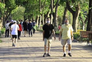 Hà Nội tăng cường kiểm tra đeo khẩu trang ở nơi công cộng