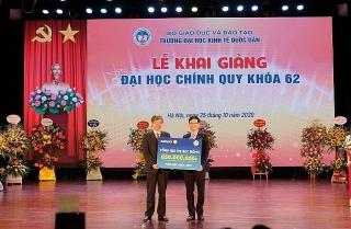 Năm thứ 6 liên tiếp, Tập đoàn Bảo Việt trao học bổng cho sinh viên trường Đại học Kinh tế Quốc dân