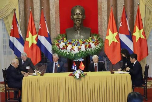 Đưa quan hệ hợp tác đặc biệt Việt Nam - Cuba lên một tầm cao mới