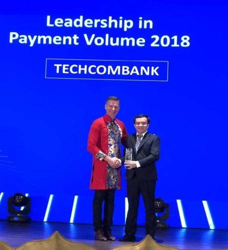 Techcombank dẫn đầu doanh số thanh toán qua thẻ Visa tại Việt Nam