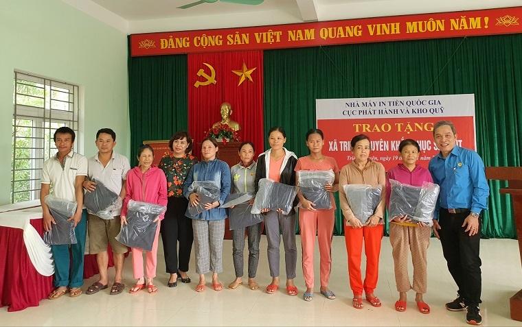 cong doan nha may in tien quoc gia va cuc phat hanh va kho quy ung ho gan 300 trieu dong tai quang tri