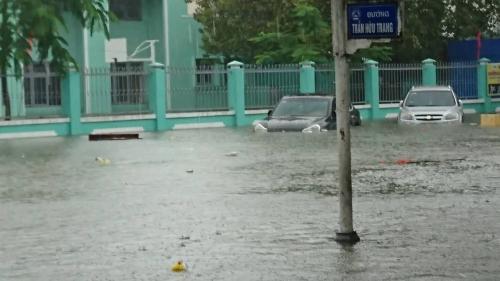 Đà Nẵng: Mưa lớn, nhiều tuyến đường ngập sâu