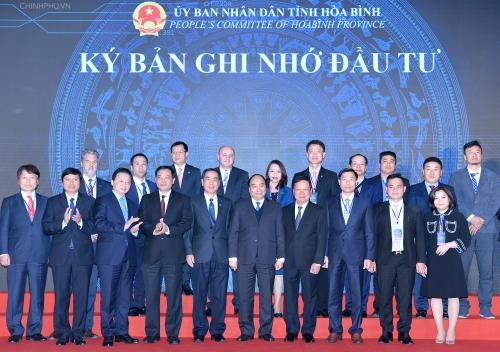 Hòa Bình trao các quyết định đầu tư với số vốn khoảng 94.000 tỷ đồng