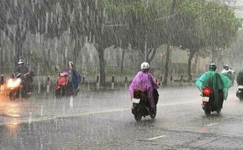 Vùng biển từ Bình Thuận đến Cà Mau có mưa rào và dông