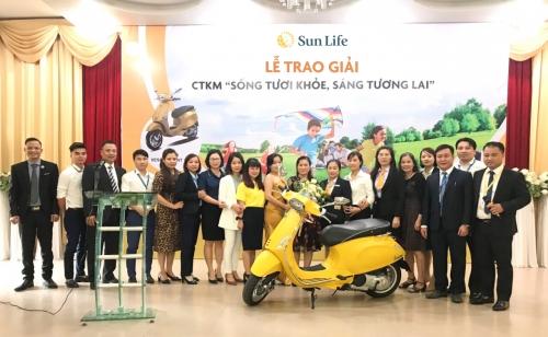 """Sun Life trao thưởng chương trình """"Sống tươi khỏe, Sáng tương Lai"""""""