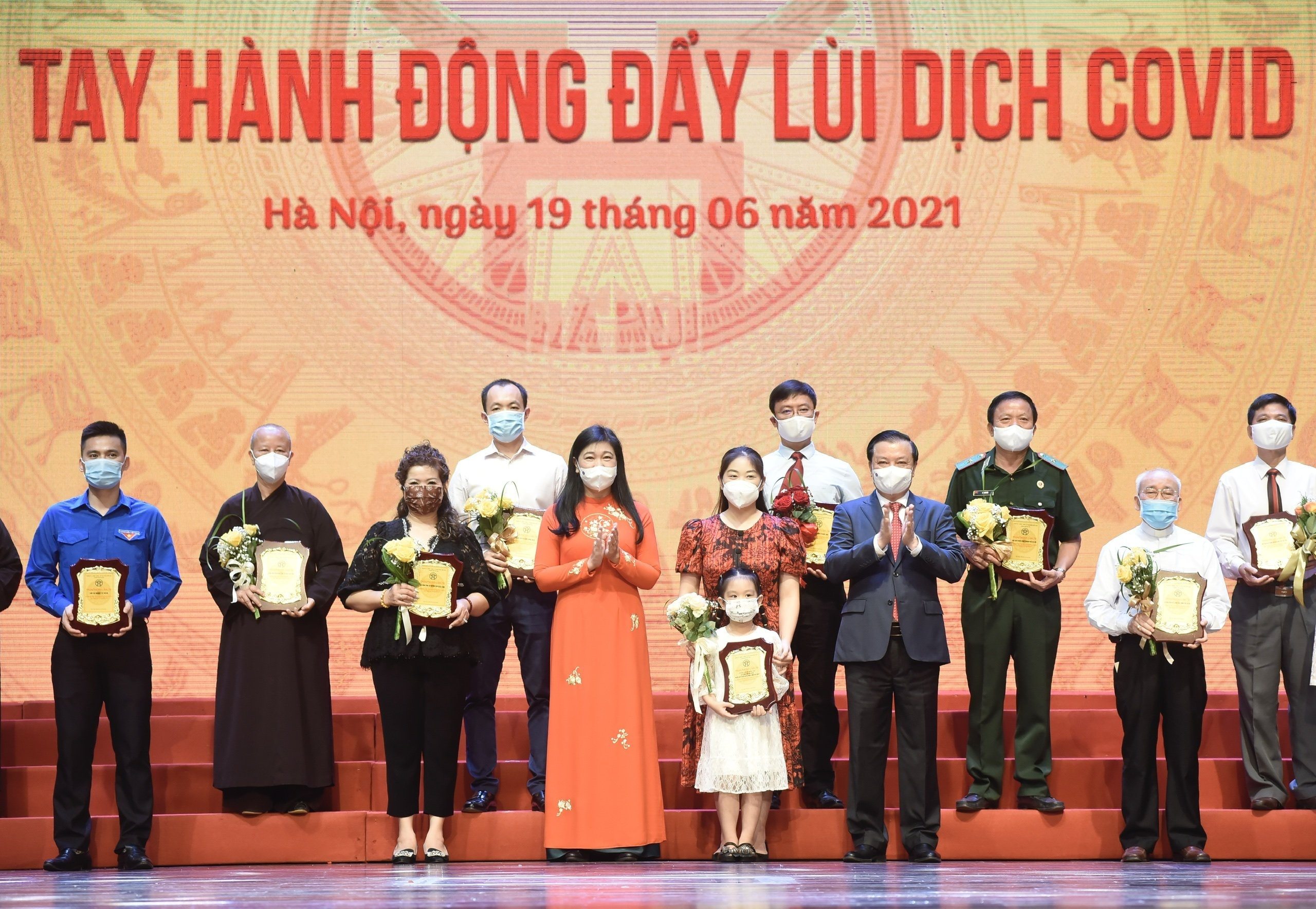 ha noi chung tay hanh dong day lui dich covid 19
