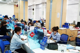 Hỗ trợ khách hàng: Ngân hàng tiếp tục giảm lãi suất
