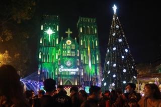 Không khí Giáng sinh đã phủ khắp đường phố Thủ đô