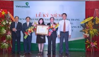 Vietcombank Khánh Hòa đón nhận Huận chương Lao động hạng Ba