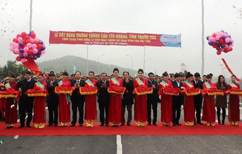 Thống đốc NHNN tham dự khánh thành cầu Yên Hoành