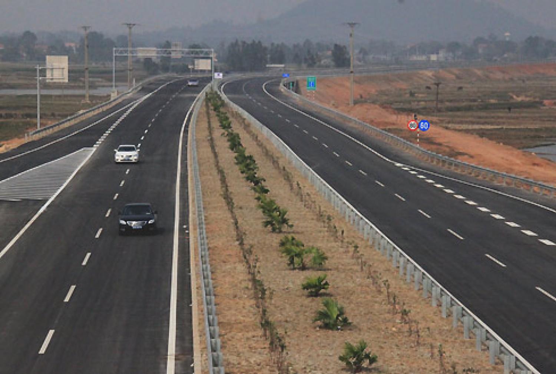 Đến năm 2020 hoàn thành khoảng 2.500km đường cao tốc