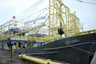 Bàn giao thêm 2 tàu cá vỏ thép cho ngư dân Quảng Nam