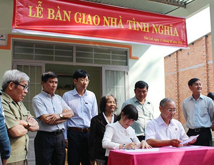 Trao tặng 2 nhà tình nghĩa cho cựu thanh niên xung phong tại Bình Phước