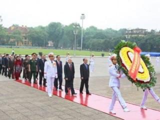 Đời đời nhớ ơn Chủ tịch Hồ Chí Minh và các Anh hùng liệt sĩ