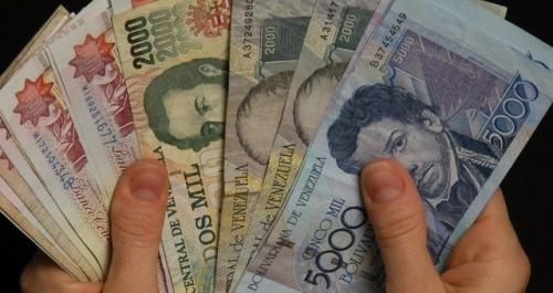 Người dân Venezuela ồ ạt chuyển từ đồng bolivar sang tiền ảo