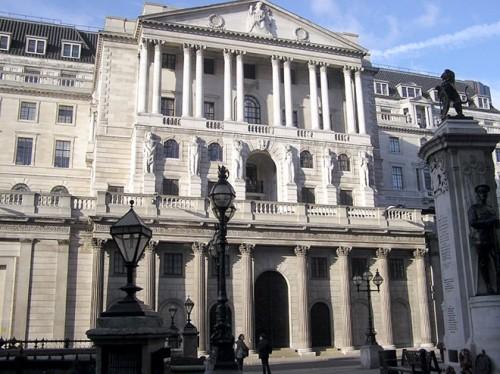 NHTW Anh vẫn duy trì lãi suất siêu thấp và quy mô gói QE