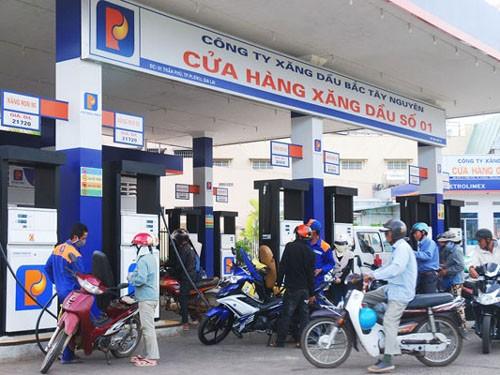 Một số DN xăng dầu định giá bán cao hơn quy định