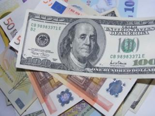 USD bật lên từ đáy 6,5 tháng, nhân dân tệ sụt giảm