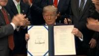 Ông Trump ban hành luật nới lỏng các quy định đối với ngân hàng nhỏ của Mỹ