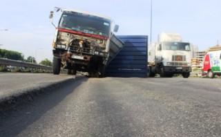 TP.HCM: Yêu cầu khắc phục ngay hư hỏng mặt đường trên đại lộ Mai Chí Thọ