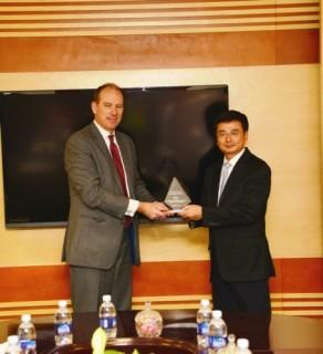 Vietcombank nhận giải chất lượng thanh toán tốt nhất do HSBC trao tặng
