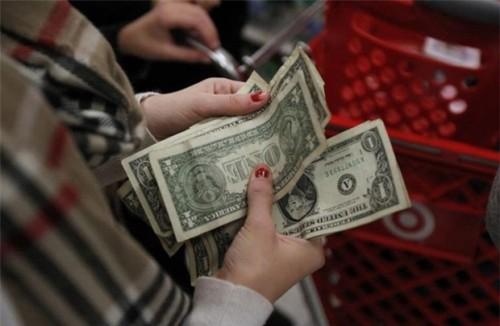 Doanh số bán lẻ tại Mỹ tăng mạnh ủng hộ việc sớm tăng lãi suất