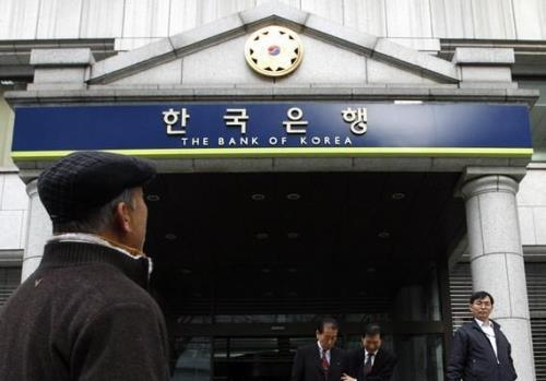 NHTW Hàn Quốc nâng dự báo tăng trưởng, song vẫn giữ nguyên lãi suất