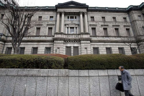 NHTW Nhật giữ nguyên chính sách, tiếp tục lui thời hạn đạt lạm phát mục tiêu