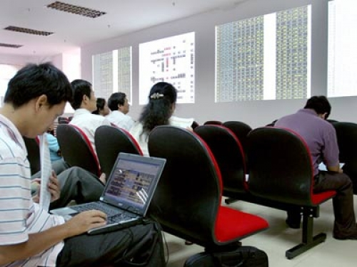 Giao dịch chứng khoán phái sinh giống và khác gì với giao dịch cổ phiếu?
