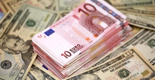 Euro sụt giảm do lo ngại bất ổn chính trị, USD tăng nhờ bà Yellen