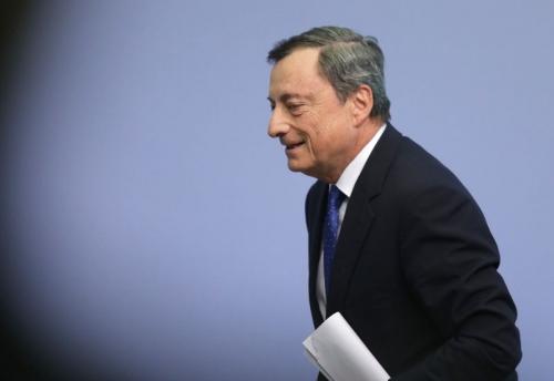 """Draghi sẽ """"hạ cánh mềm"""" cho chính sách kích thích khi ECB vẫn lo lạm phát"""