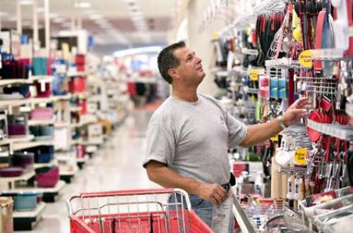 Niềm tin tiêu dùng Mỹ cao nhất gần 17 năm củng cố kỳ vọng tăng lãi suất