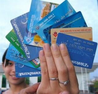 Sẽ ấn định hạn mức thẻ tín dụng, hạn mức rút ngoại tệ mặt ở nước ngoài