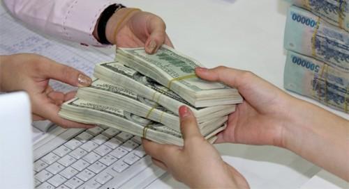 Giảm tiếp lãi suất tiền gửi USD của cá nhân về 0%