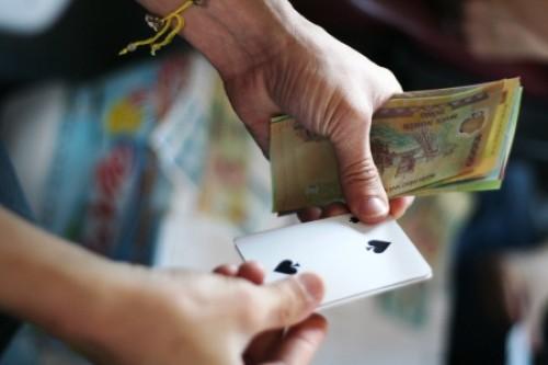 Gạ đánh bạc, ép cầm cố ôtô