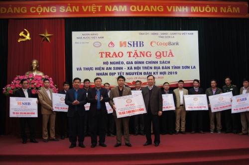 Ngành Ngân hàng tặng 5,3 tỷ đồng cho công tác ASXH tại Sơn La