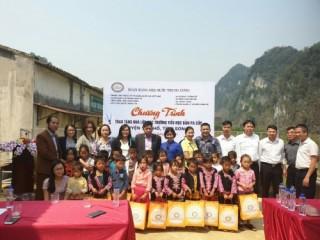 Công đoàn Cơ quan NHNN Trung ương: Trao tặng nhà lớp học bản Pa Cốp – Sơn La