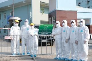 Vietcombank trao tặng 5 tỷ đồng và 10.000 suất ăn hỗ trợ Bệnh viện K cơ sở Tân Triều
