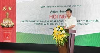 """Vietcombank quyết tâm hoàn thành """"mục tiêu kép"""" trong 6 tháng cuối năm"""
