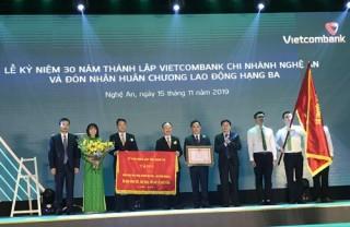 Vietcombank Nghệ An đón nhận Huân chương Lao động hạng Ba