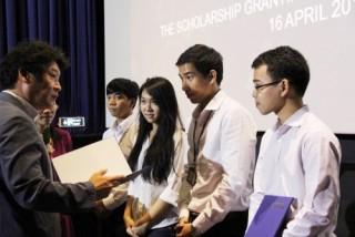LOTTE Mart trao học bổng cho sinh viên 9 trường đại học