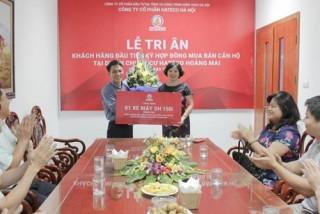 Hateco Hoàng Mai tri ân khách hàng đầu tiên ký hợp đồng mua bán căn hộ