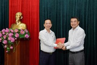 Phó Thống đốc Thường trực NHNN Đào Minh Tú nhận Quyết định chỉ định giữ chức Phó Bí thư Ban Cán sự Đảng NHNN