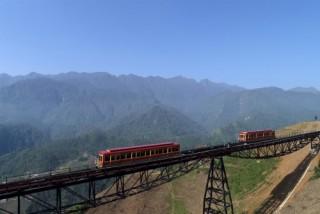 Thỏa thích trải nghiệm tàu hỏa leo núi hiện đại nhất chỉ với 50.000 đồng