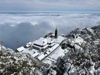 Thăm chốn bồng lai trên những đỉnh thiêng của Việt Nam