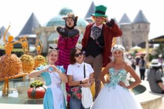 Đến xứ sở Cầu Vàng gặp cô bé quàng khăn đỏ và chàng Aladin tốt bụng