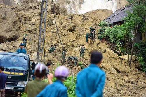 Hỗ trợ người dân khắc phục hâu quả do bão lũ tháng 10/2017 gây ra